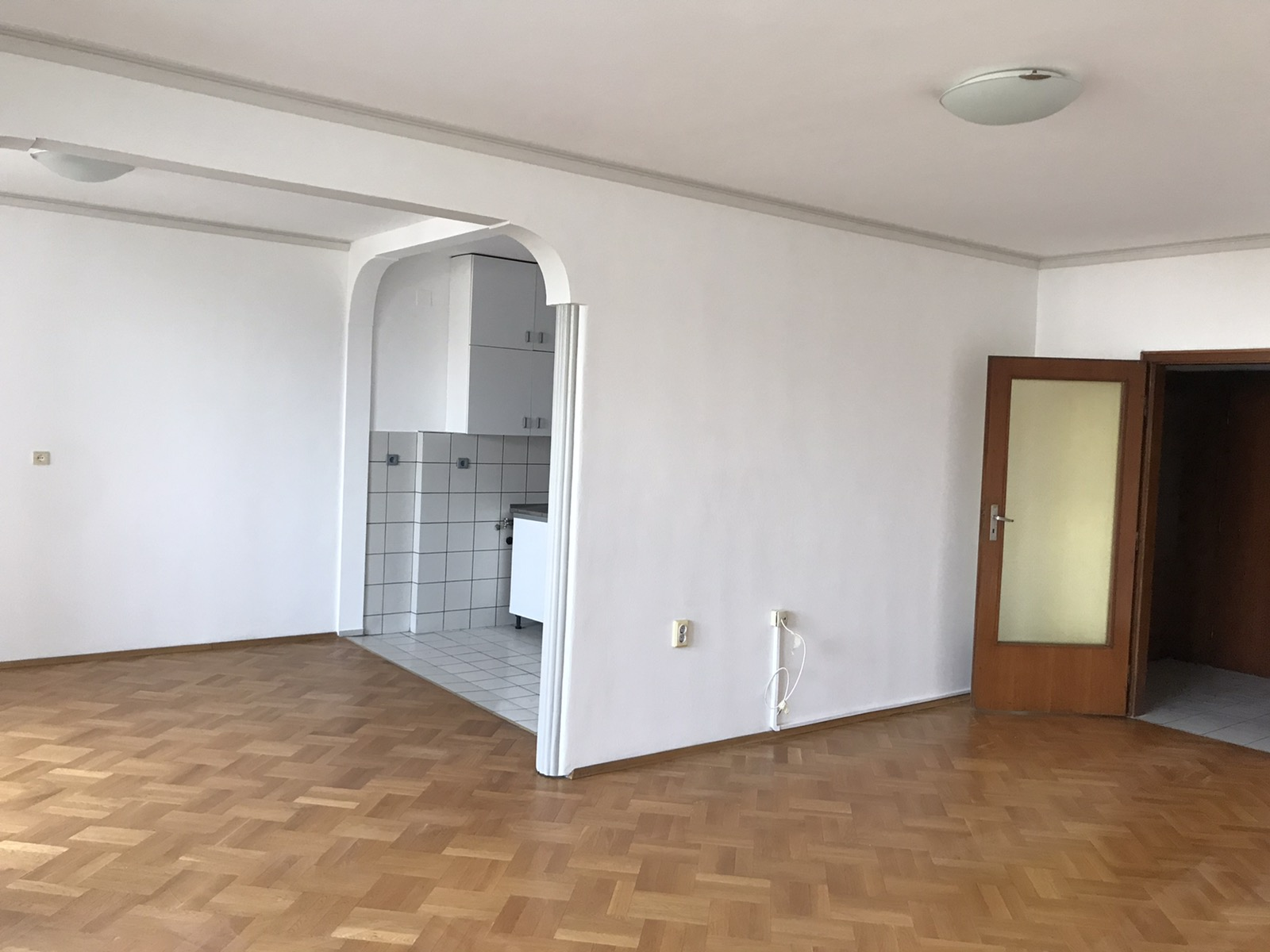Тристаен апартамент под наем в кв. Изток, гр. София