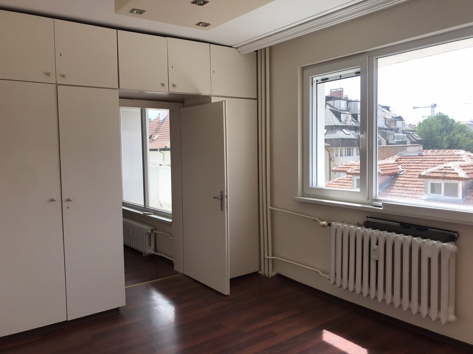 Тристаен апартамент под наем, кв. Изток, град София